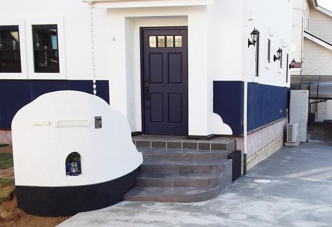 紺と白のコントラストが美しいヨーロピアンの家 千葉県八街市
