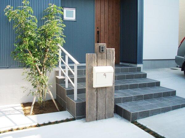 枕木が印象的なシンプルモダンの家 千葉県佐倉市