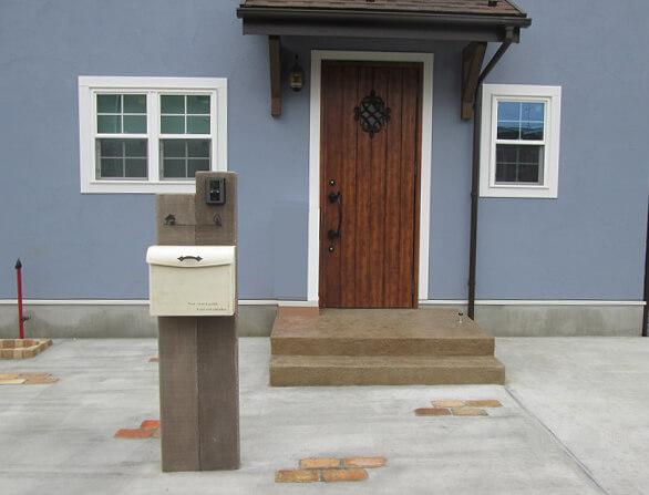 人工芝とウッドデッキが素敵なローメンテナンスの家 千葉県四街道市
